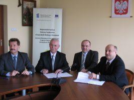 """Podpisanie umowy na realizację projektu pn.: """"Poprawa gospodarki wodno-ściekowej na terenie miasta Dębica"""""""